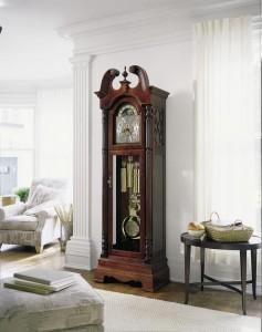 Напольные часы в современном интерьере