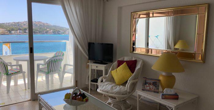 Апартаменты в апарт-отеле на 1й линии в Санта Понса